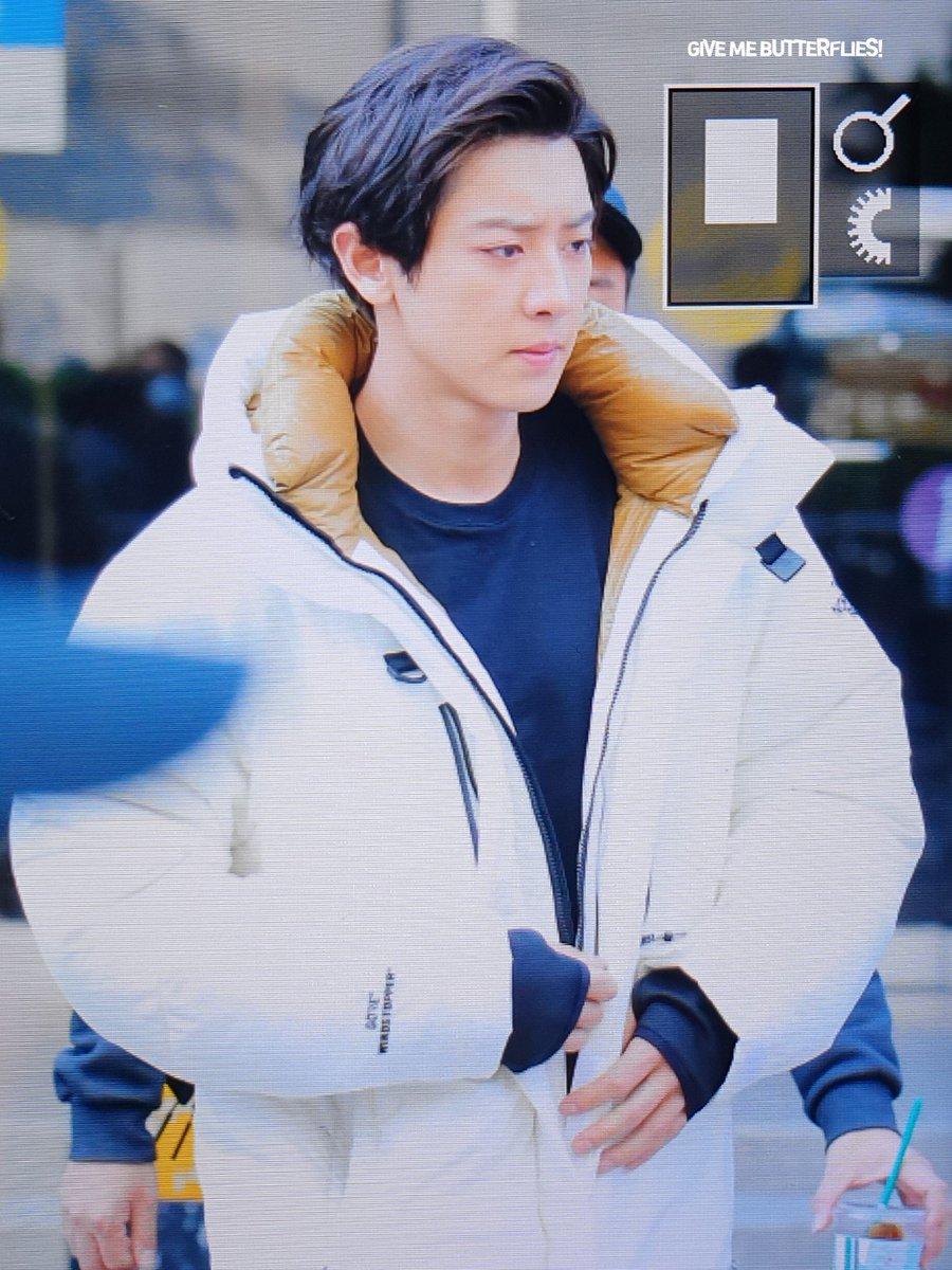 RT @giveme_cy: 181116 #찬열   슬리퍼 신엇써 👀👀 #EXO #EXO_TEMPO #EXO_DontMessUpMyTempo #weareoneEXO #어디에도_없을_완벽한_EXO...