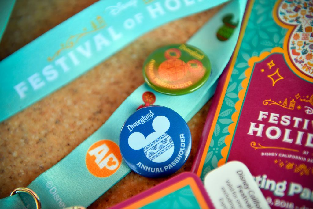Save money with this Disney California Adventure holiday food pass https://t.co/7M55oybKJy https://t.co/GBXOy90dYd