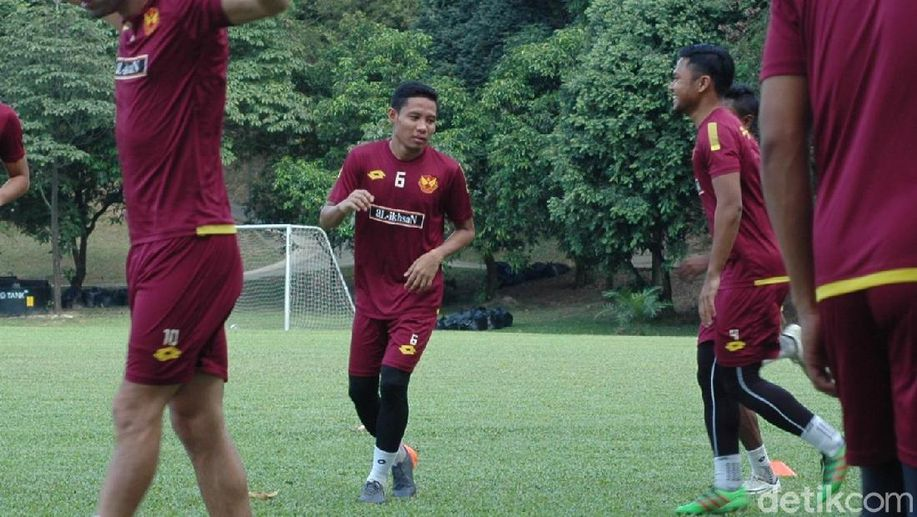 Dilepas Selangor, Evan Dimas Merapat ke Thailand? https://t.co/XFI0QKtgNX https://t.co/IlLaR0Tlok