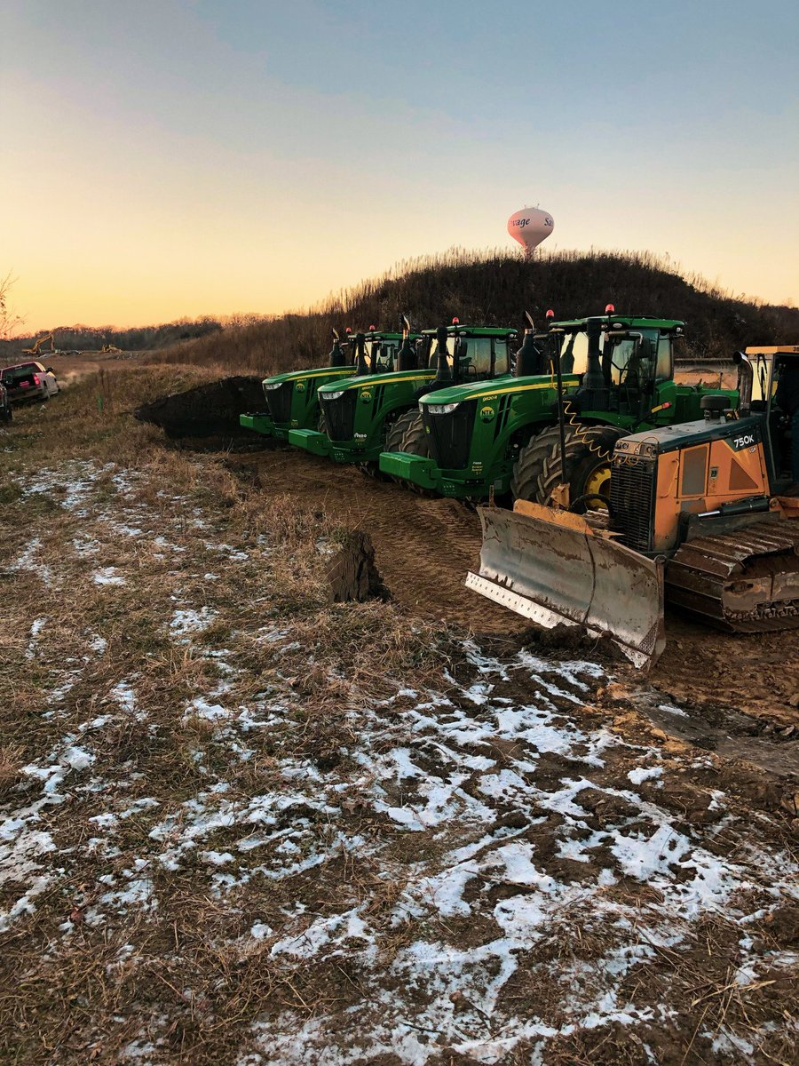 For our customers, when the sun comes up, the machines head out. #riseandgrind #riseandshine #johndeere https://t.co/t8bLBto3fg