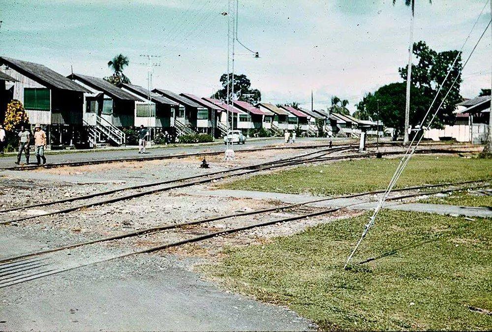 RT @PaViejaEscuela: El pueblo de Almirante, Bocas del Toro, año 1960. https://t.co/xwdLX0zxVi #panama https://t.co/nx20ksXZ8P