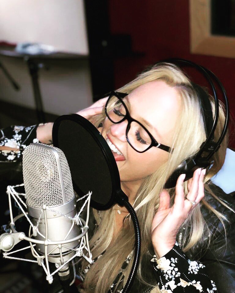 Love being in the studio!!!! ???????? So excited, Signed a record deal #BMG Can't wait for you to hear it! #newalbum https://t.co/DloQTQIQqI