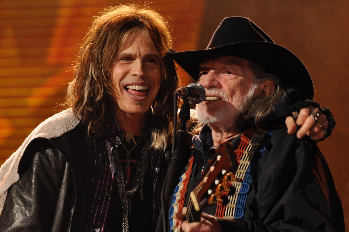 RT @KISS_FM_LIVE: Let's tweet some of my random concert shots. @IamStevenT with Willie Nelson at @FarmAid https://t.co/x3AQbhdjAE