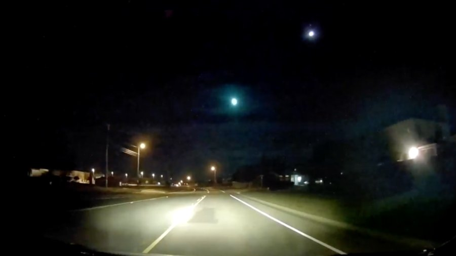 Bright fireball lights up Texas night sky... shockwave makes houses tremble  VIDEOS??
