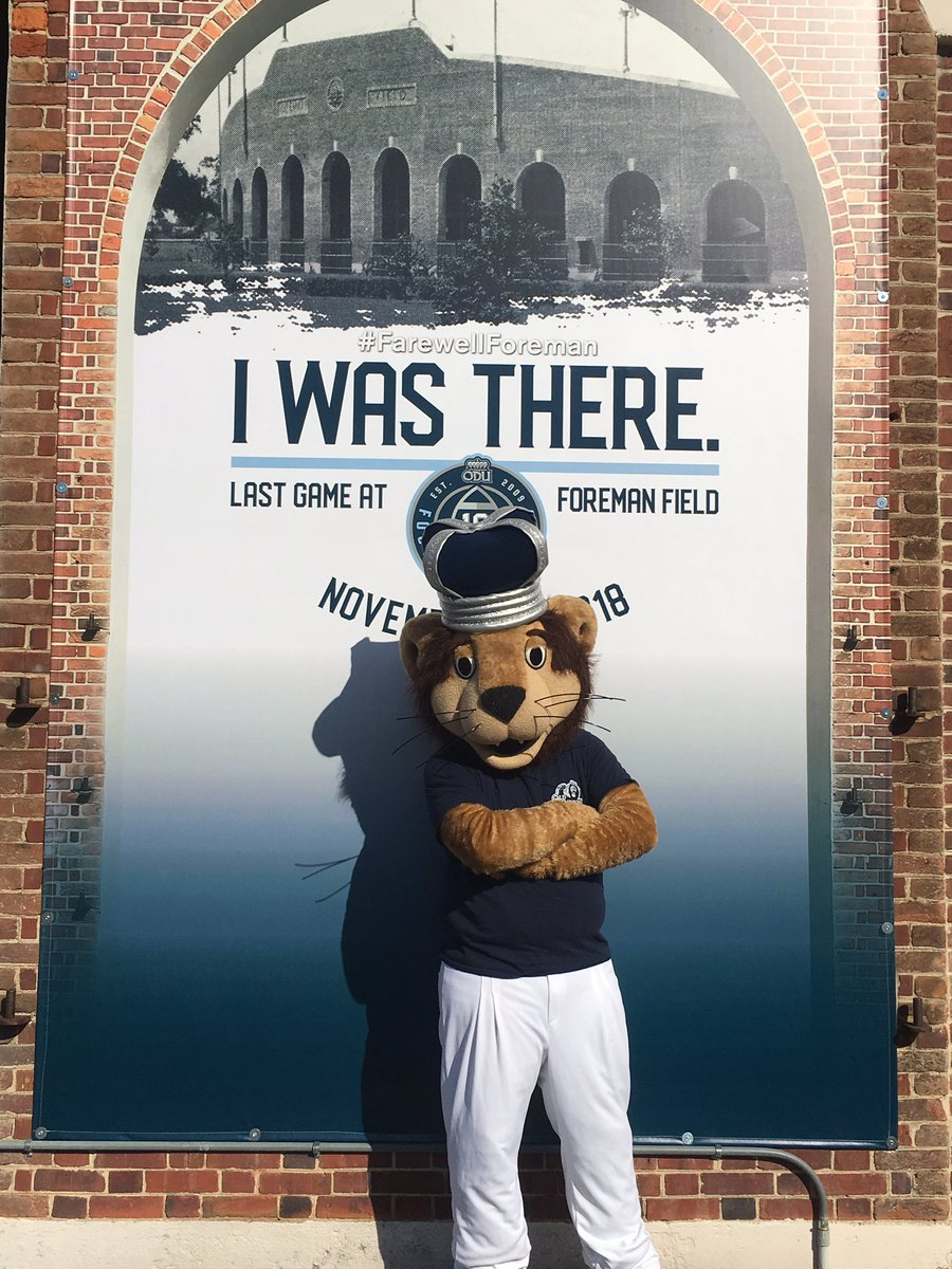 RT @ODUFootball: Big Blue got his selfie for the last game in Foreman Field. Did you? #FarewellForeman https://t.co/pcWOlXd3iF