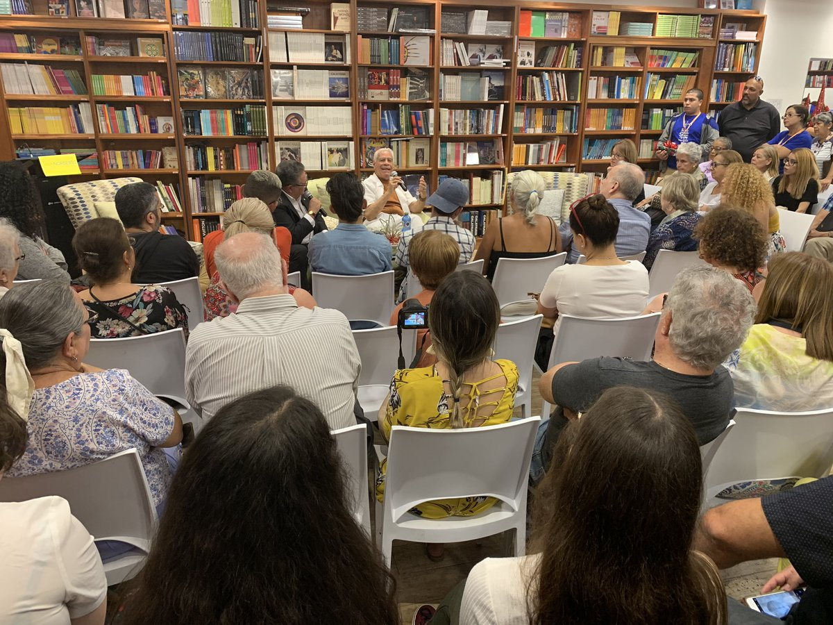 El público presente en @casa_norberto disfrutando de esa dupla, Jorge Rivera Nieves y Luis Rafael Sánchez https://t.co/dHXvcuATWM