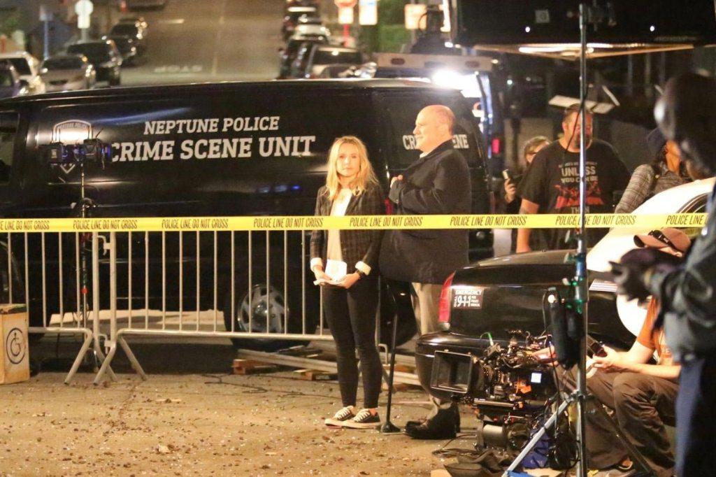 Kristen Bell on the Set of Veronica Mars in Hermosa Beach2018/11/16 https://t.co/R4fUQVYudF https://t.co/t4PuCJFBN9