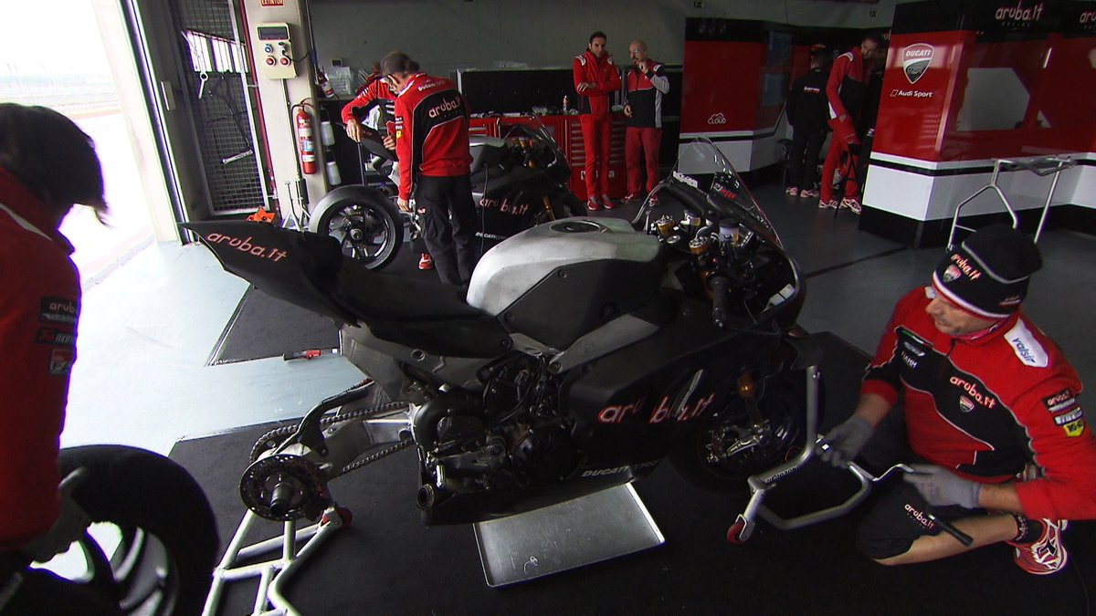 test Twitter Media - Inside the V4 R: What makes Ducati's new machine tick?  @ArubaRacing @chazdavies7  📹 VIDEO | #WorldSBK https://t.co/9gFk2bbpA3 https://t.co/iGxer6bJzf