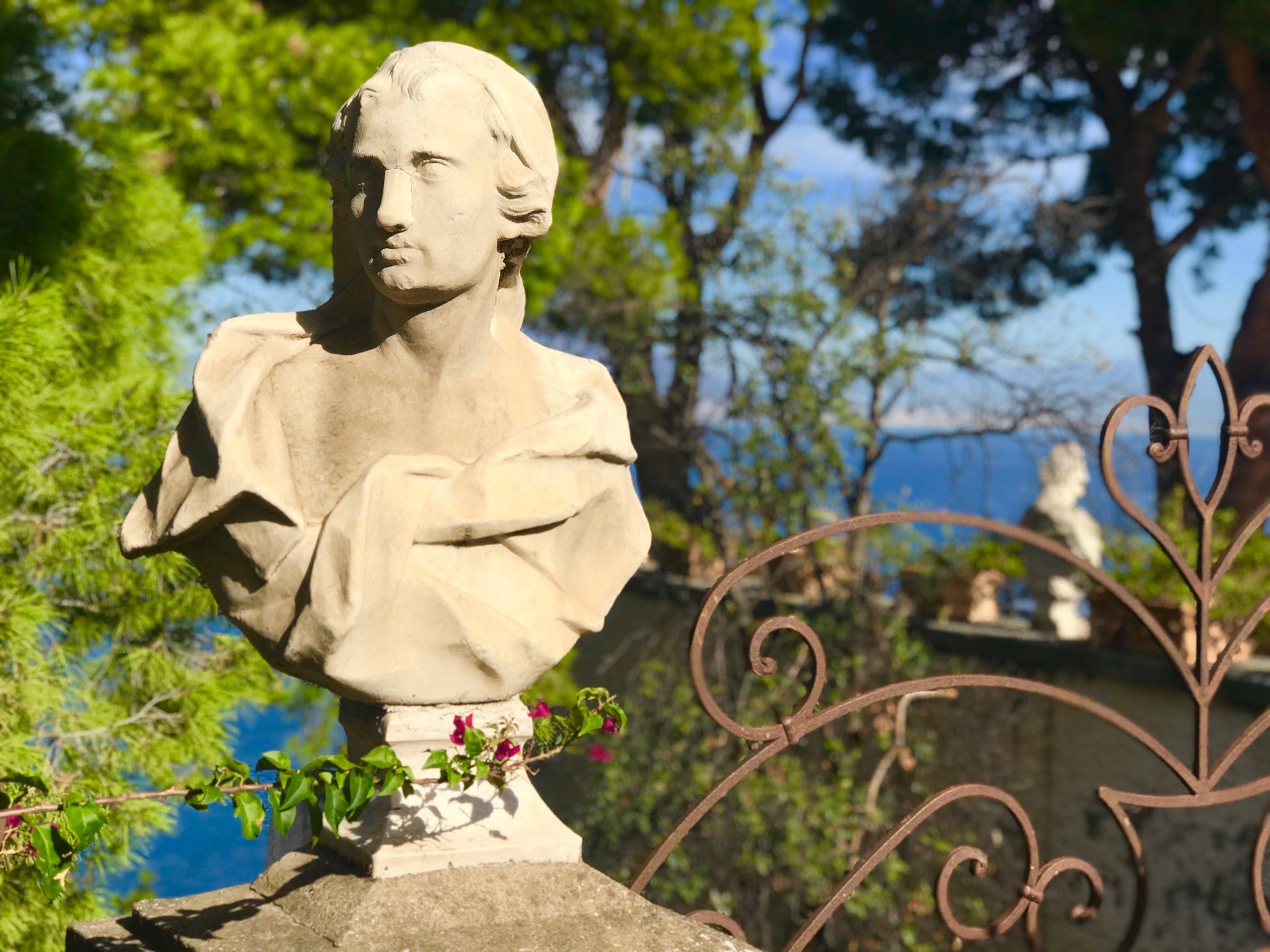 Love the Old World charm, in Sorrento 🍋 #Italy #Travel #photography #art #europe #passion #italia #Sorrento #amalficoast #bellaitalia #ILoveItaly https://t.co/86afeVXan8