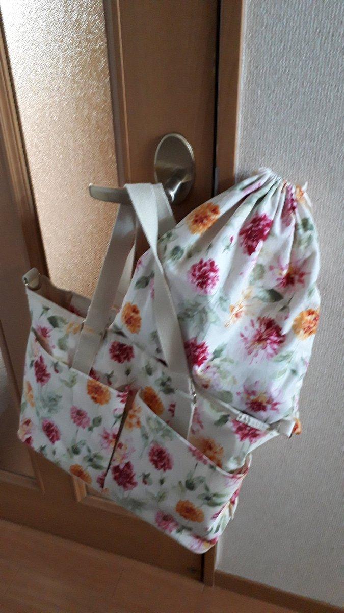 test ツイッターメディア - 2.ローラアシュレイのマザーズバッグ さっきのリュックより気持ち量が入るトートバッグ。おむつ替えシートとか巾着袋もセット🌹何より花柄で可愛くて買いました(笑) 車で移動するときに主に使用してます。 https://t.co/I1I2YXxHD5
