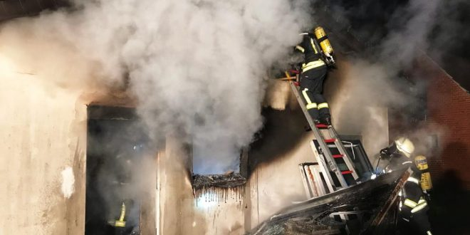 test Twitter Media - Küche in Anbau brennt aus https://t.co/urKgDvbhVw https://t.co/Q4OUVIPVcj