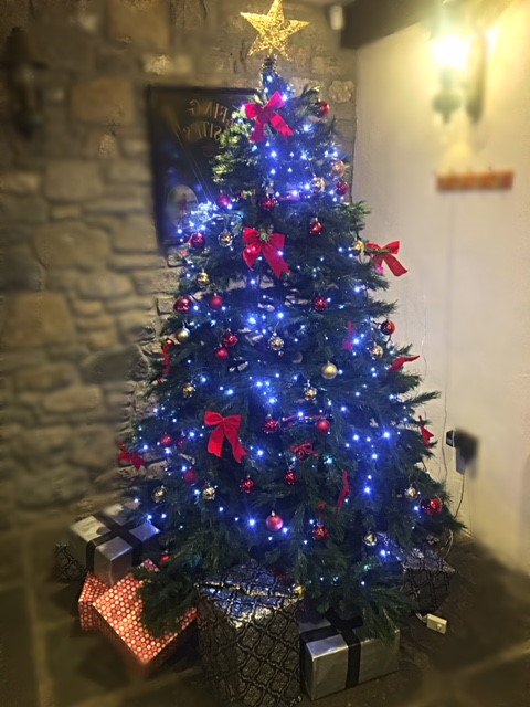 test Twitter Media - ⭐It's beginning to look a lot like #Christmas at Cottrell Park ⭐  . . We know its early but we just couldn't resist putting up the Christmas decorations and lighting the log fires 🔥 . . #cottrellpark #celebrations #family https://t.co/QranmIHfxP