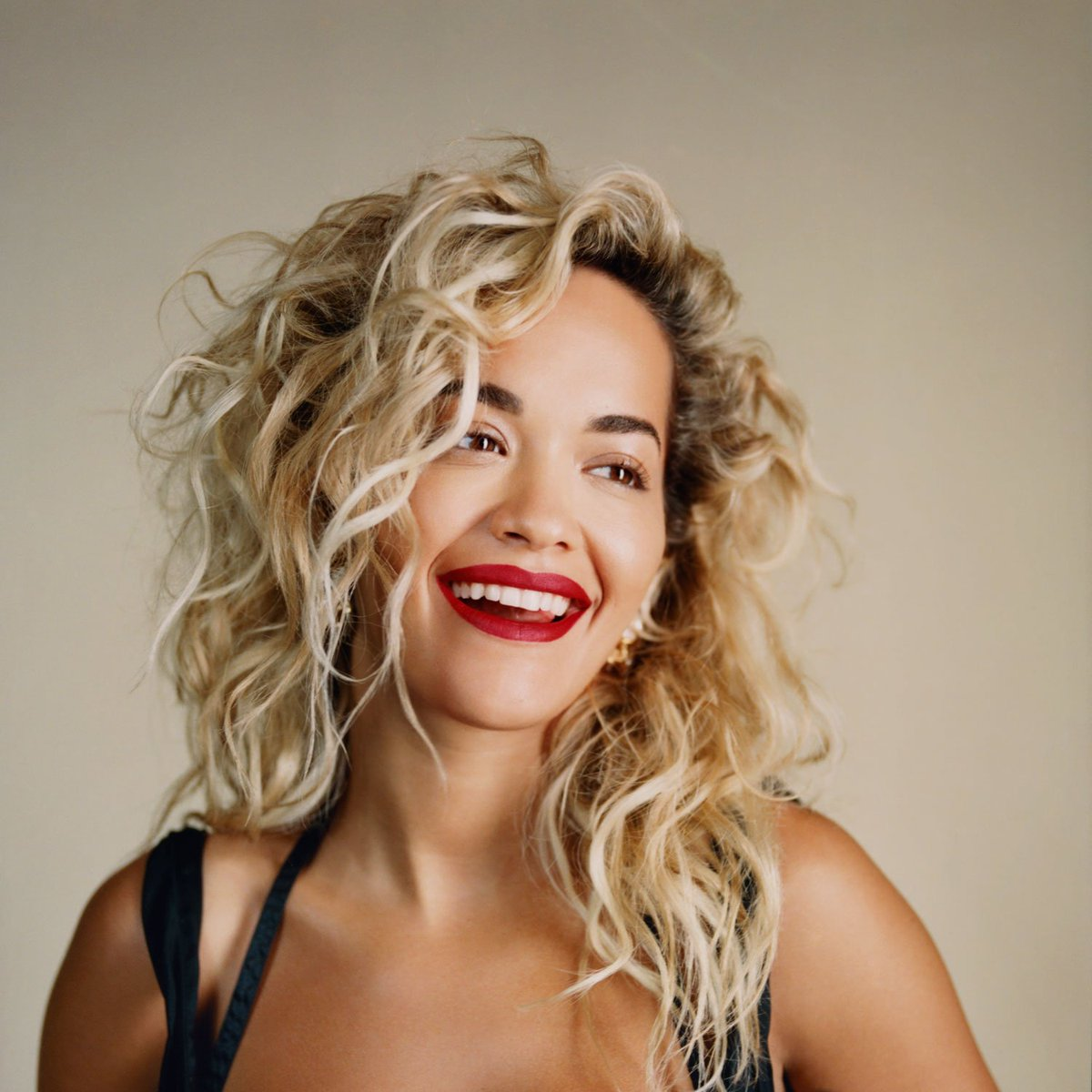 RT @Spotify: #Phoenix has risen! Listen to @RitaOra's new album now https://t.co/29jq5yQUtT https://t.co/wElnWFthkK