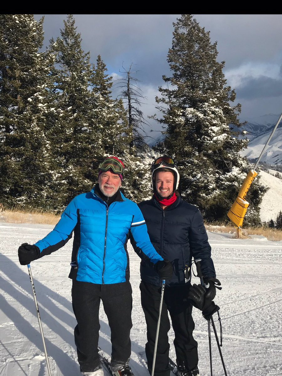 Fantastic first ski weekend of the year with @PSchwarzenegger! https://t.co/r5JwQV84u3
