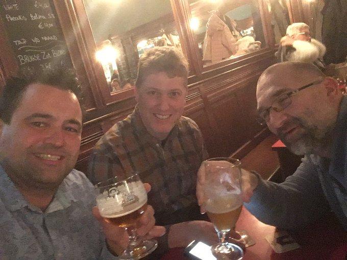 Alle gelegenheden zijn goed om in Brussel het glas te heffen... Happy 69th birthday Tom Waits!