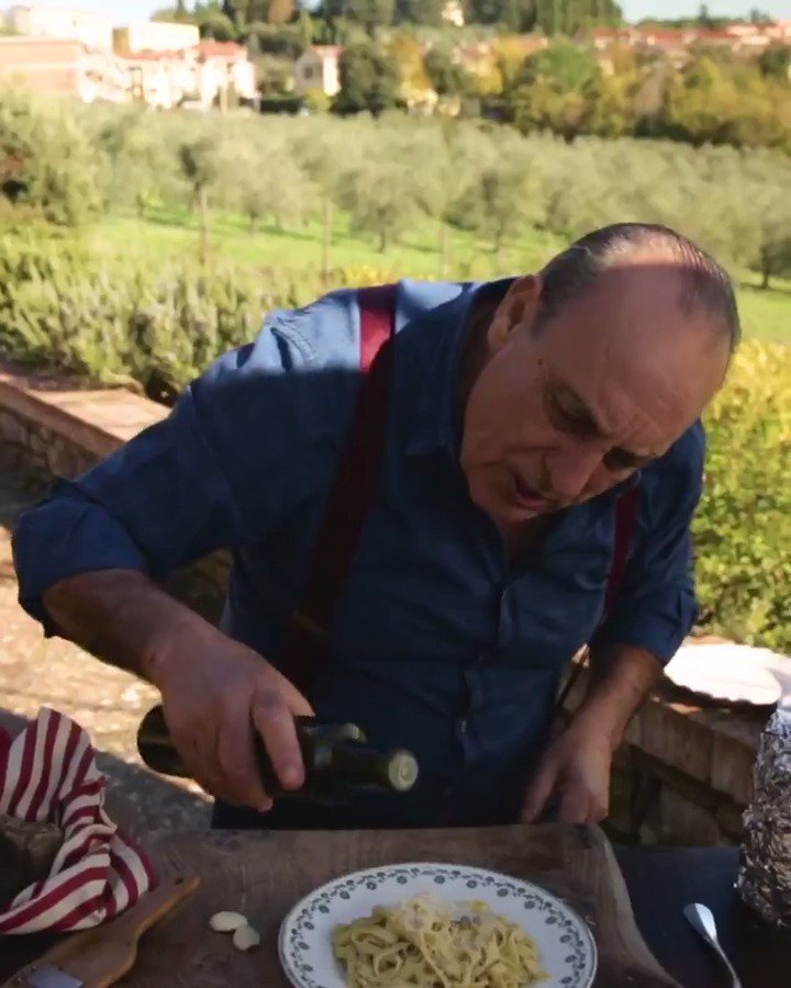 OH MY MY! What is @GennaroContaldo cooking SO good?! #ItalianRecipe https://t.co/ksyWowm8t1