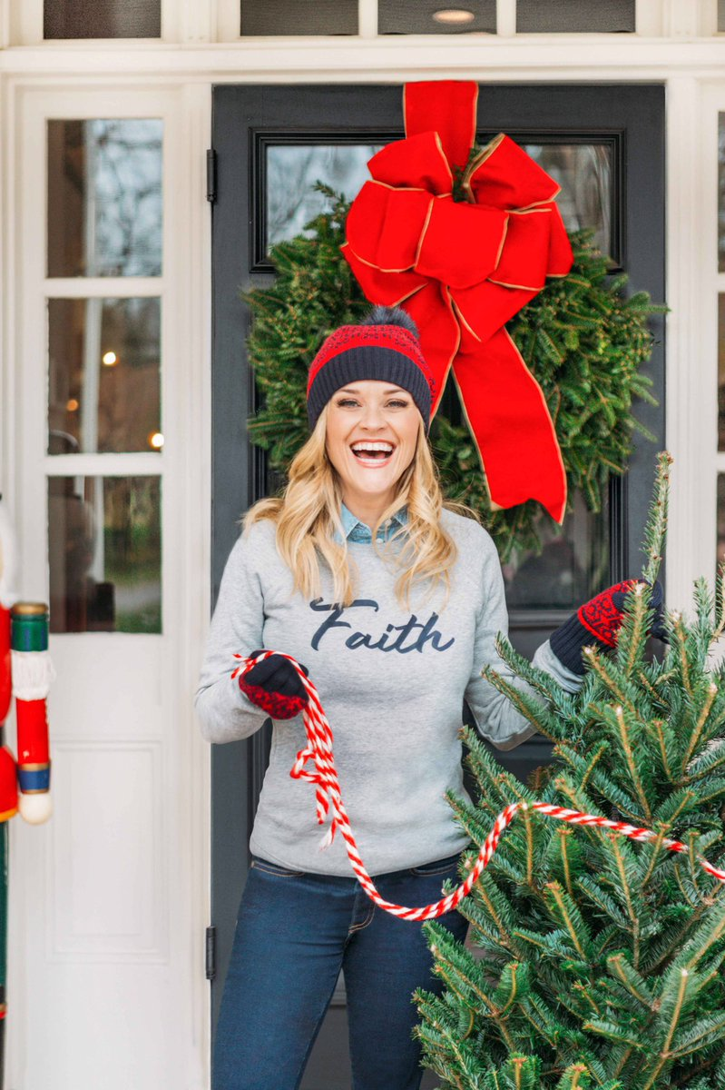 Think I found the perfect tree! Now time to decorate… ???????????? (Staying warm in @DraperJames! ❤️) https://t.co/y1V613vkk1