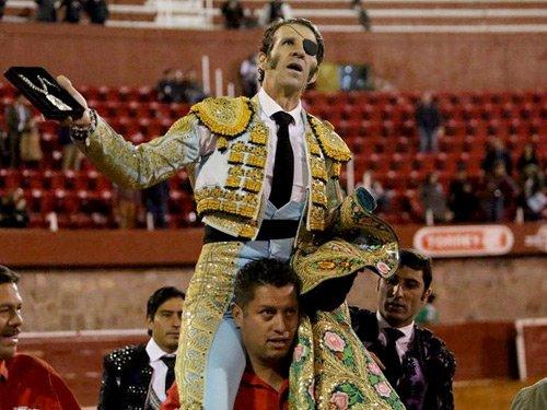 RT @altoromexico_: Juan José Padilla sale a hombros en Zacatecas https://t.co/mPwotr7GOF https://t.co/2DkbS3bcRV