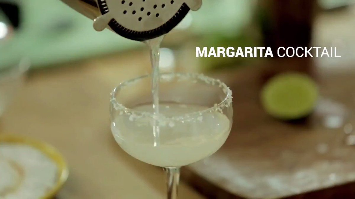 Cheers to #ThirstyThursday! Margarita anyone?!  ????  #CocktailRecipe https://t.co/EWIx49dZKB