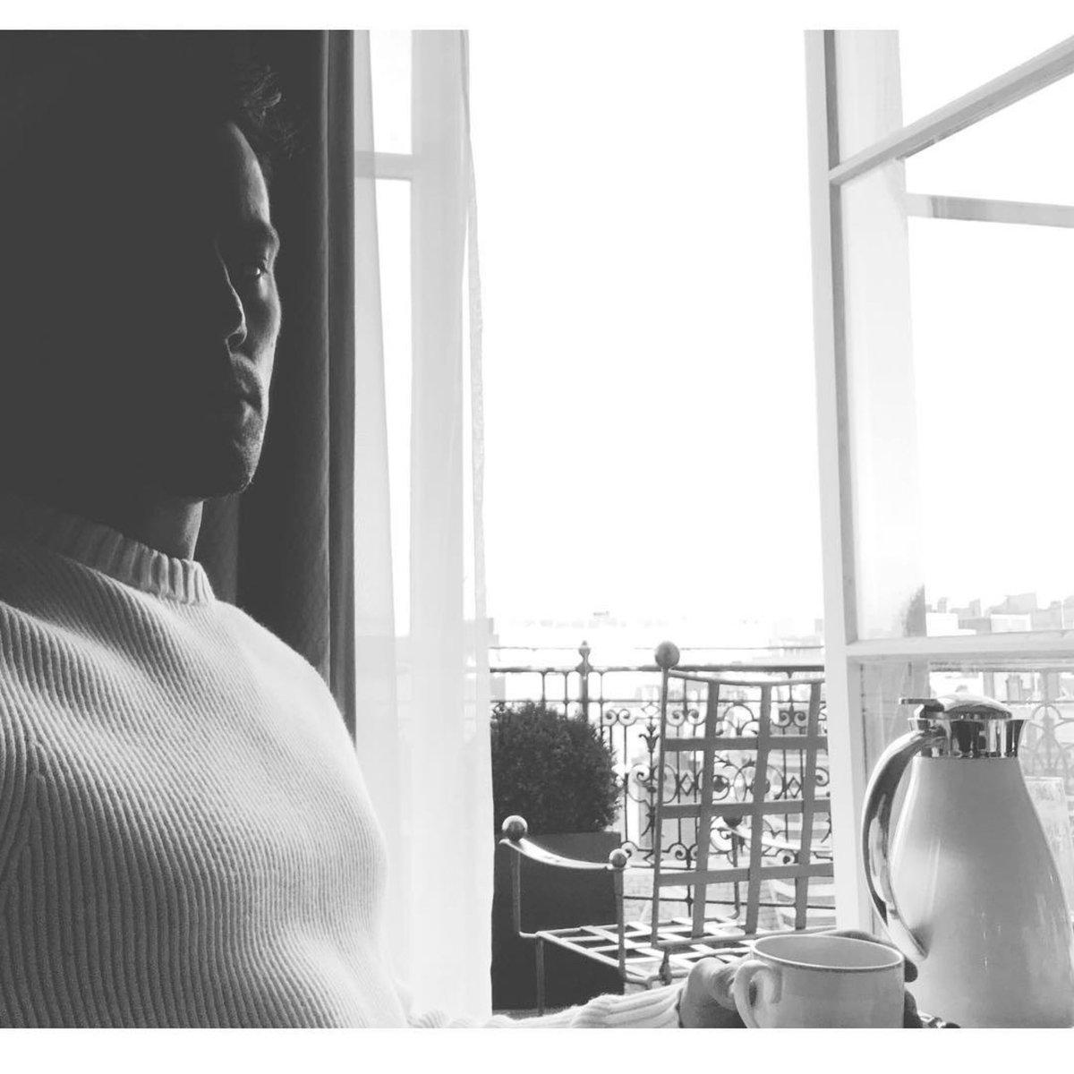 Good morning! Breakfast in London windows wide open. Feeling the love. So sending love back to all. https://t.co/iC1cfwrzrd