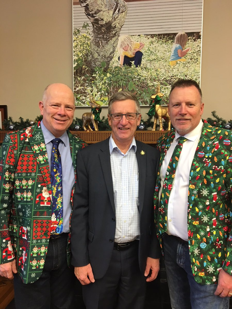 """test Twitter Media - You think you've seen it all until these two walk in the door.  MLA's @LenIsleifson and @gregnesbittpc looking """"festive"""". https://t.co/w9xSCk4fmk"""