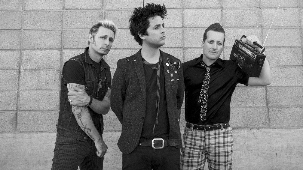 RT @KerrangMagazine: Billie Joe Armstrong is writing new Green Day music 🙌 https://t.co/RLcrpTsUOg https://t.co/6zvf8p6pRx