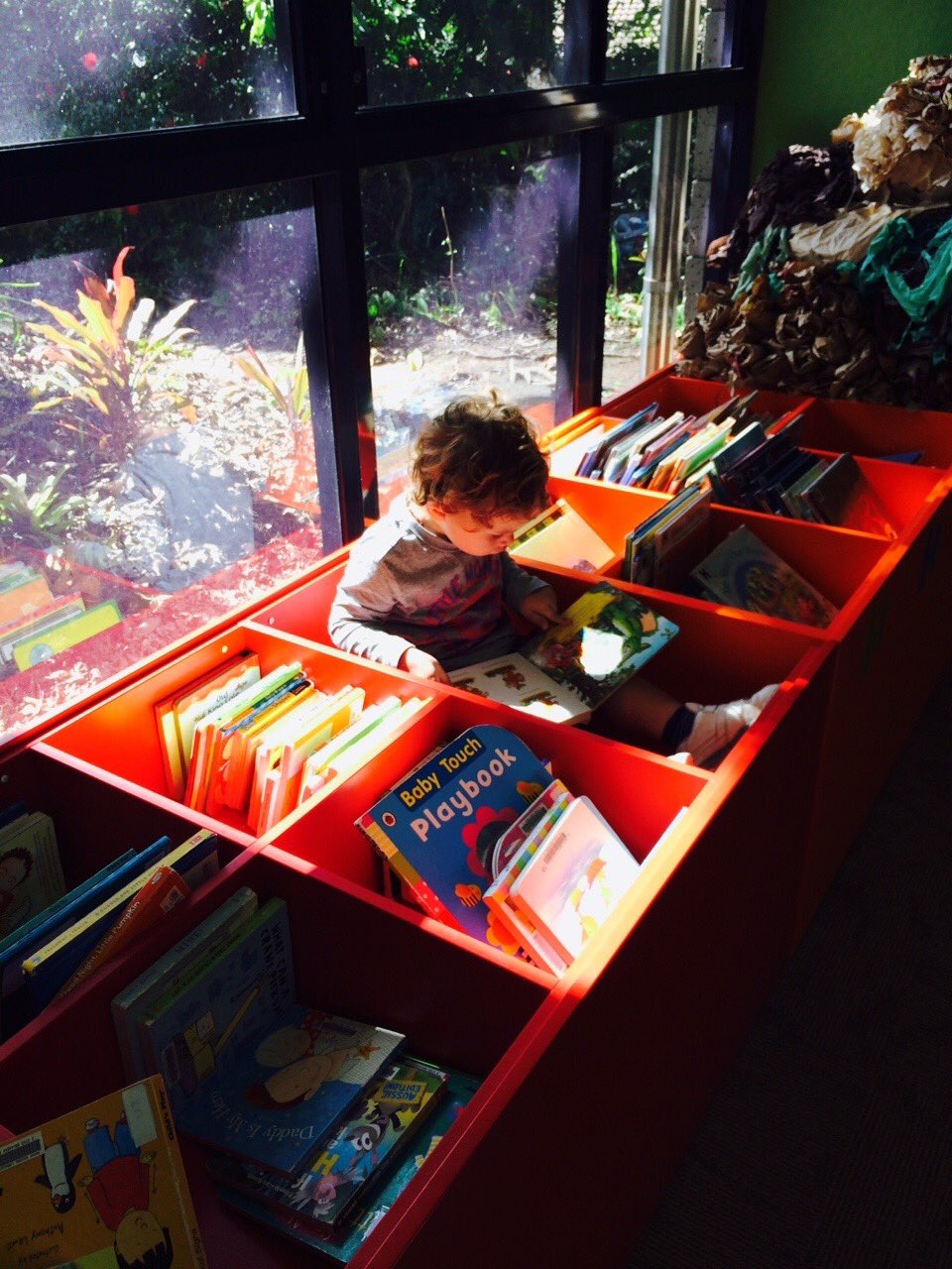 @Maeradi @IndigoNight7 Grandson of a #librarian deciding that sun, box & books make a perfect place to read https://t.co/k7xgyJ8p91