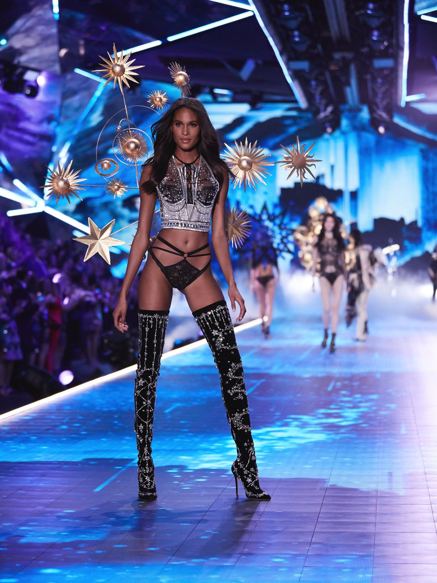 Still starry-eyed over the #VSFashionShow? It's SHOPPING time: https://t.co/KJqOYZPGbj https://t.co/OhdLJOpCLM