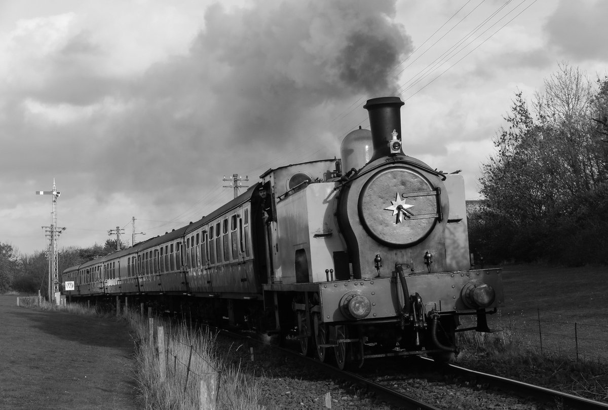 test Twitter Media - RT @SirHectorMunro: Going through Bo'ness @bonessrailway @srpssteam https://t.co/jcNQqODlJP