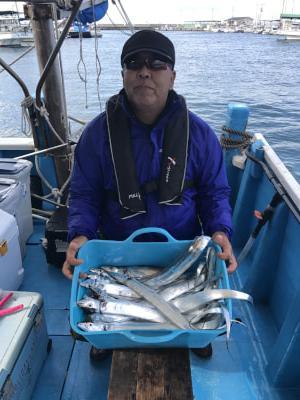 大阪府 海桜丸  トップ42匹と今日も大漁でしたよ!  ジグでも20匹以上の釣果です! サワラも2匹釣れました!!  https://t.co/WDioNFeYBr https://t.co/8wpEwdjBPj