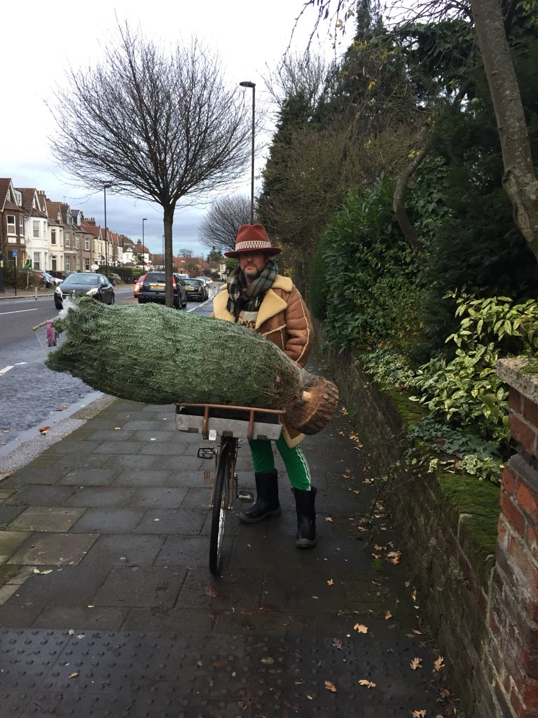 test Twitter Media - @TopHat_247 @PaulOBrienArch @CycleEnfield @BetterSt4Enf @KNLogistics This customer of the same Christmas tree business certainly didn't get in anyone's way 👍😊🎄 https://t.co/v4bqRLTGh4