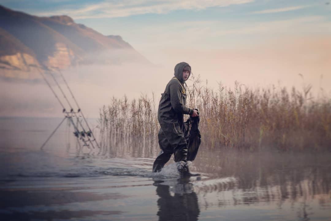 Magical morning, beautiful scenery and dream carp in the sling. #carpfishing #vasswaders #wintermagi