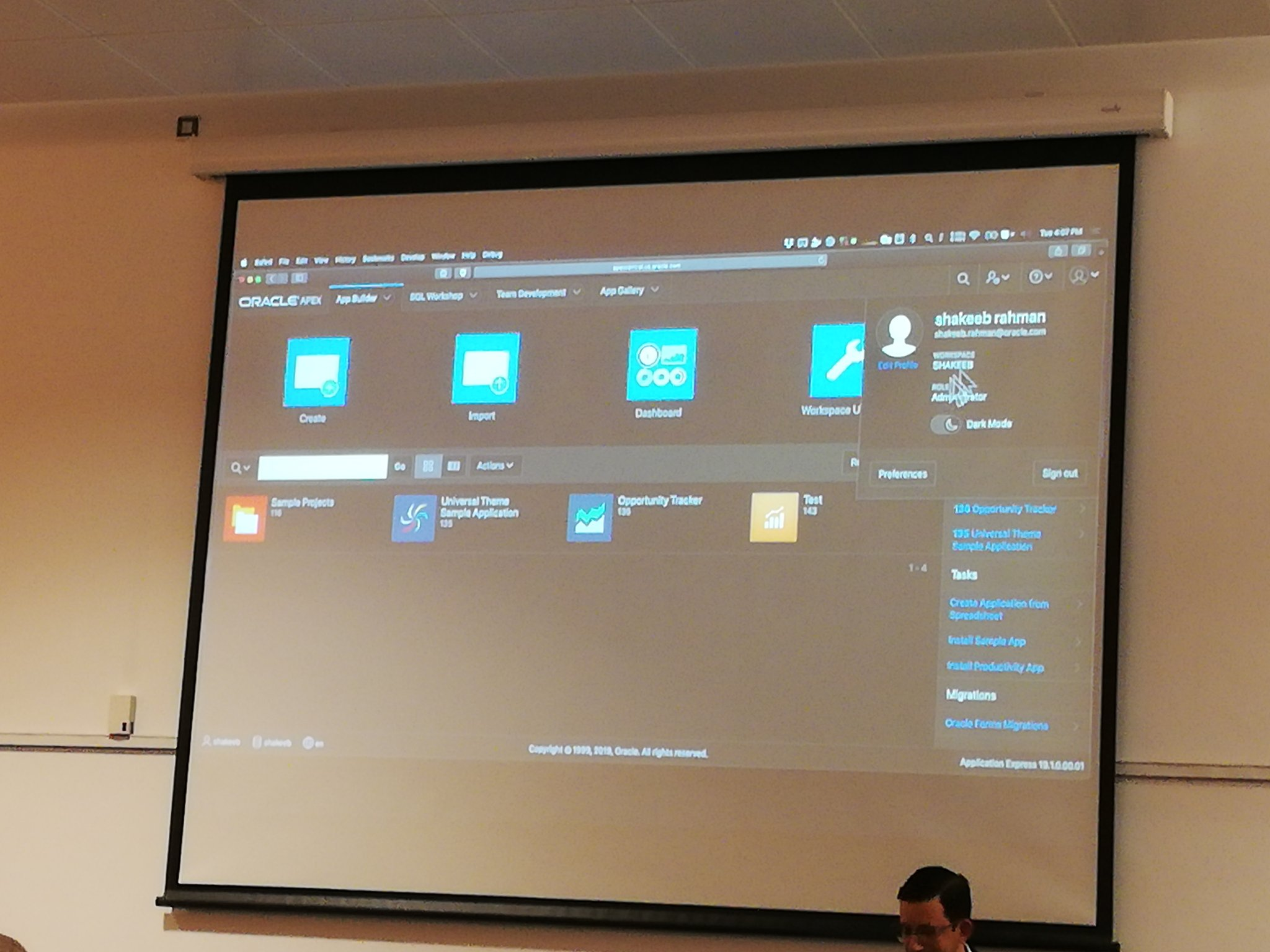 Some photos of Dark Mode in #orclapex 19.1 #ukoug_tech18  (1/2) https://t.co/5qIjWpRJmO