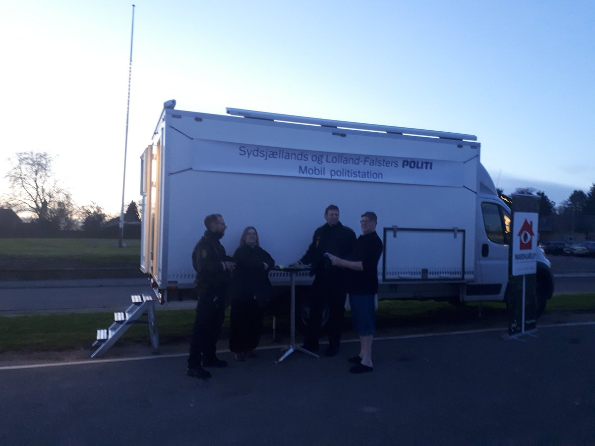 Så er den mobile politistation på plads i Dalby, Faxe kommune og klar til besøg 😀🤗 https://t.co/ytpj8aIXMp