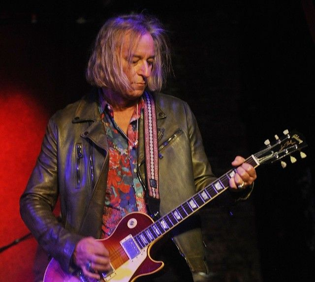 Happy birthday to REM ist Peter Buck!