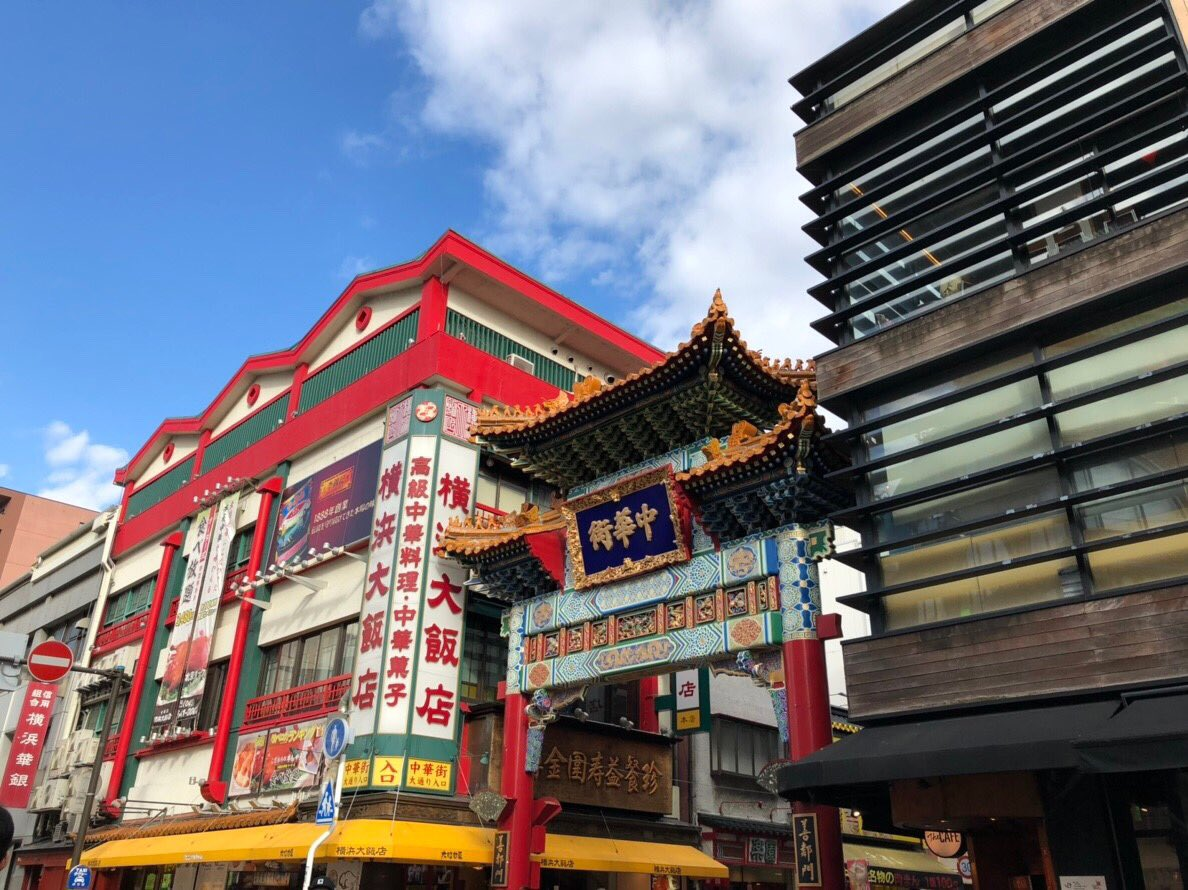 中華街で食べ歩きしてシーバス乗ってみなとみらいでなんかイベントやってるの満喫しました! ディズニーのなんかが19日からやるみたいなのでまた来なきゃだわ♬ https://t.co/n9boZmXjhd