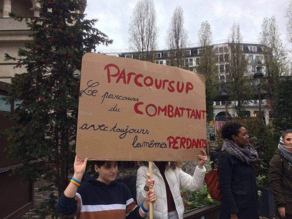 test Twitter Media - RT @Vannier75: Place Stalingrad avec mes élèves et les collègues.   «Macron démission !»   #RevancheLycéenne https://t.co/J8P2X1mFiq