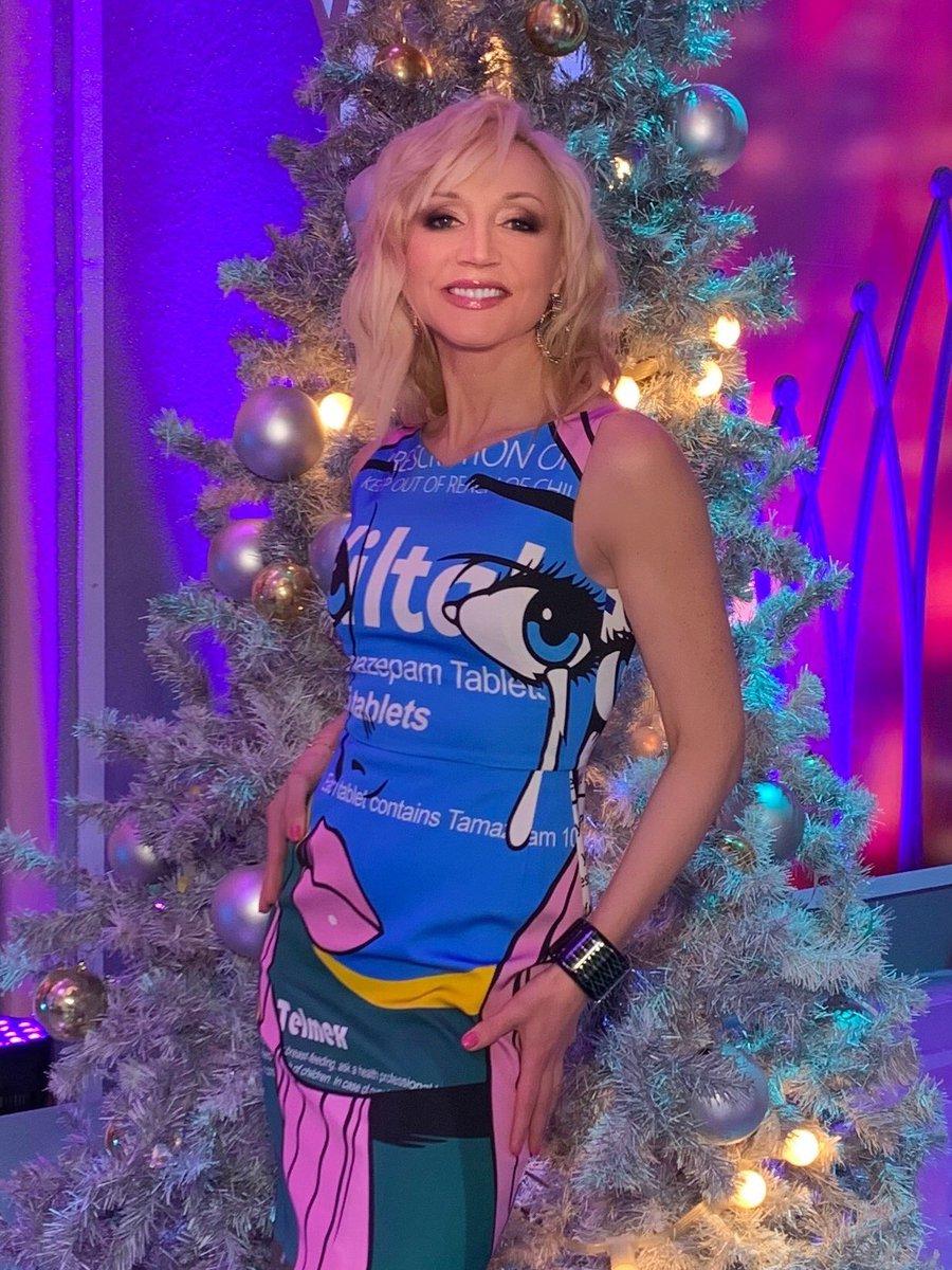 Настраиваемся на новогоднее настроение! @tvrussia #голубойогонек #кристинаорбакайте ????#kristinaorbakaite https://t.co/FHVb3FRXcf