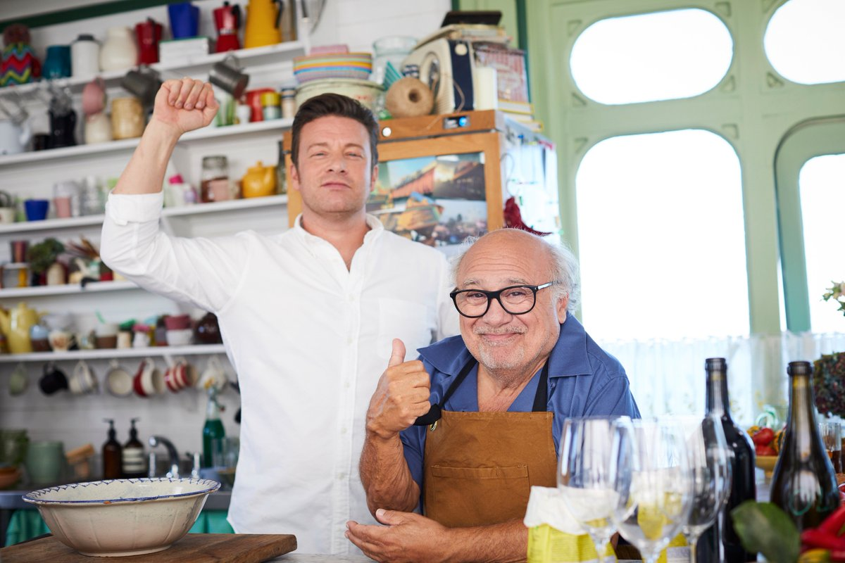 When you realise @DannyDeVito is on tonight's episode of #FridayNightFeast… ???????????? https://t.co/1S9N7r5d7i