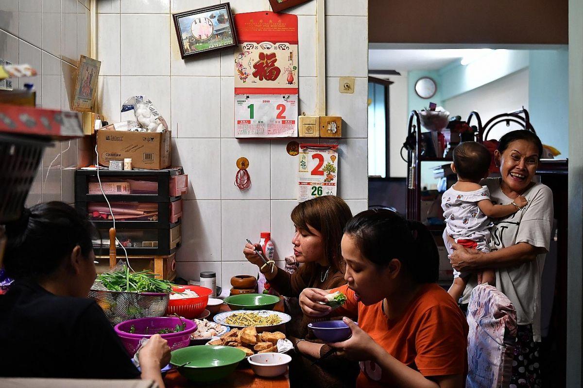 RT @STcom: Marsiling family opens flat to Vietnamese families with kids seeking medical help https://t.co/TmW1MN36XV https://t.co/TBPm3bZhY0