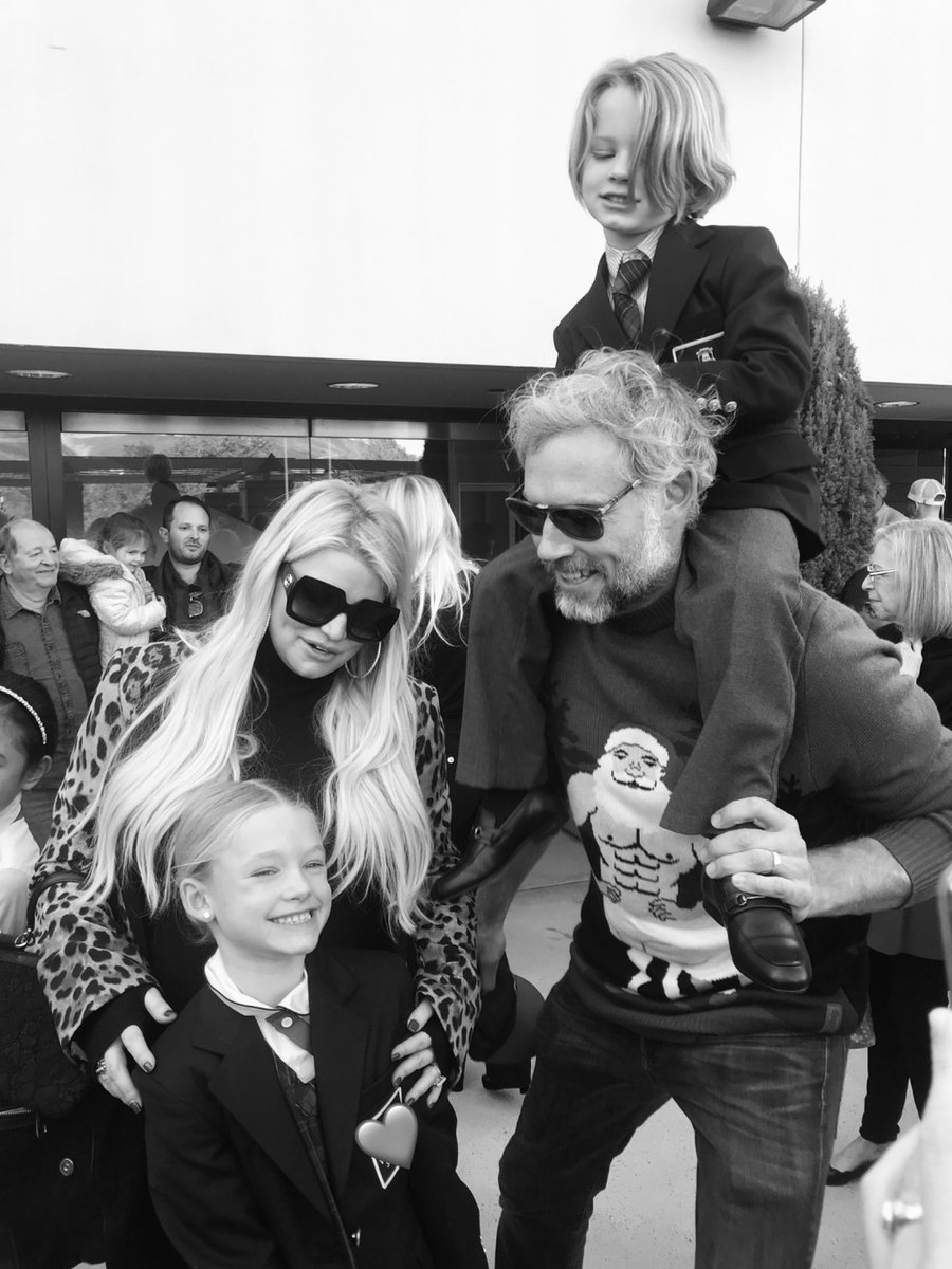 My family is my happy place ???? #MAXIDREW #ACEKNUTE https://t.co/4eLGDKKrWq