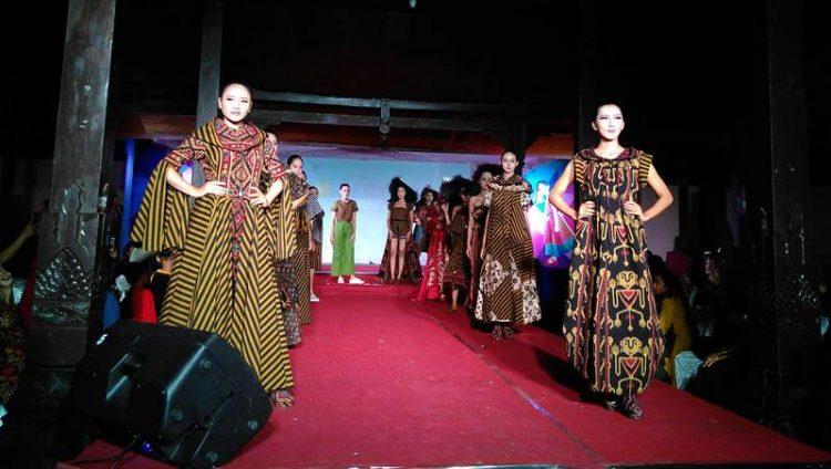 15 Desainer Perempuan Klaten Gebrak Panggung Fashion Show IWAPI https://t.co/3ISdqiM72b https://t.co/PSu0YGPWcM