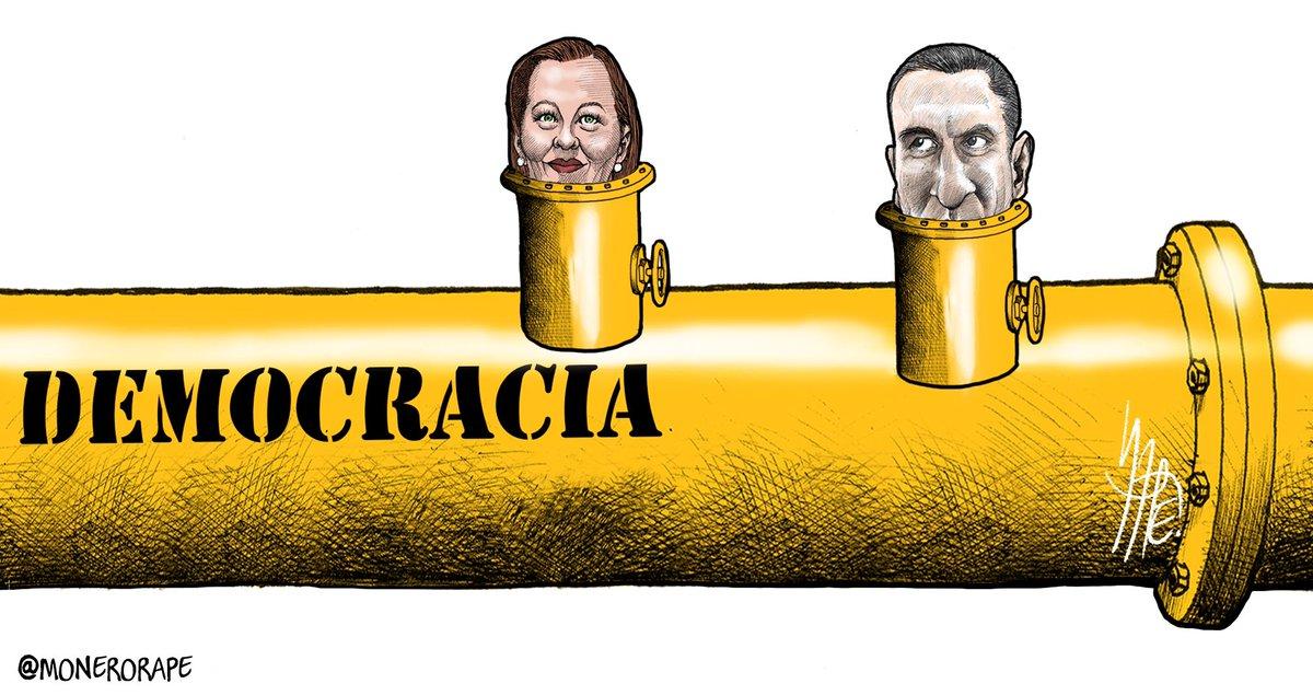 """RT @monerorape: """"Huachicoleada"""" en Puebla. Cartón en @Milenio https://t.co/yy42K1rwrb"""