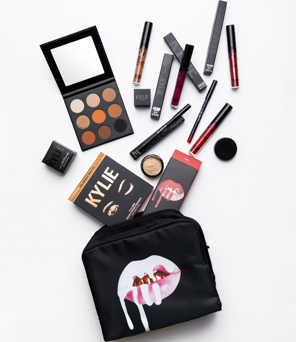 just dropped my December favorites bundle!! A $181 value for only $100! https://t.co/FDoyTz5yaW https://t.co/SZnkOgSyuh