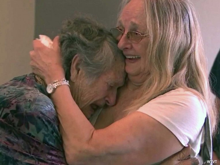 DNA kit reunites 88-year-old mother with the daughter she thought died nearly 70 years ago. https://t.co/eqkGngfW62 https://t.co/42mFa38aZh