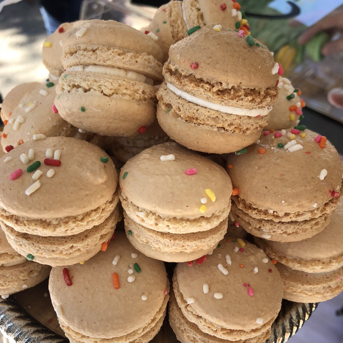 Need a mid-week pick-me-up? Snag a box of <a href=https://twitter.com/AmeliesBakery target=blank>@AmeliesBakery</a> famous macarons 🎁 <a href=https://t.co/GBIKl7NrtG target=blank>https://t.co/GBIKl7NrtG</a>