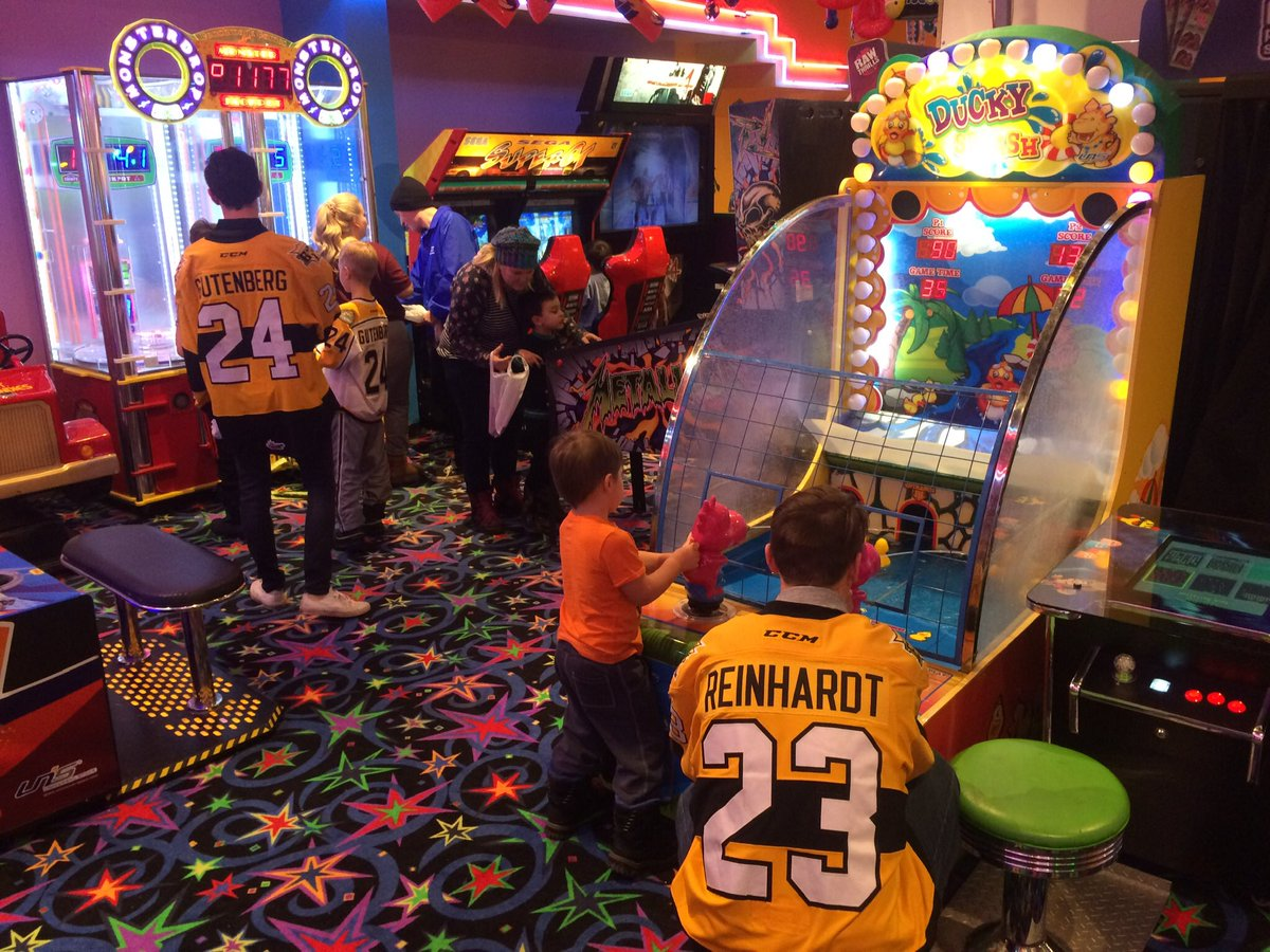 test Twitter Media - It's Wheat King Wednesday at our Autograph Alley sponsor - Fun N Games! What a great time playing games and having a blast! Look out for another one in the New Year! #bdnmb https://t.co/dYKpISIB0g