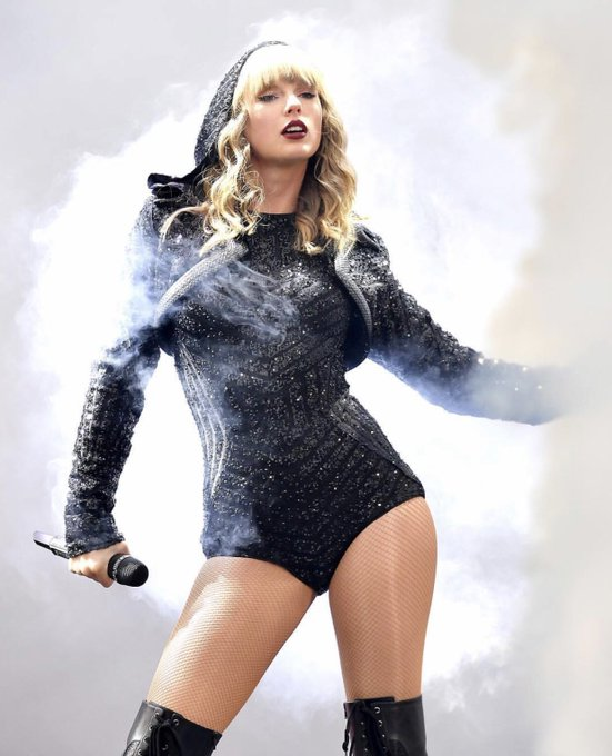 Happy 29th Birthday to the one and only Taylor Swift