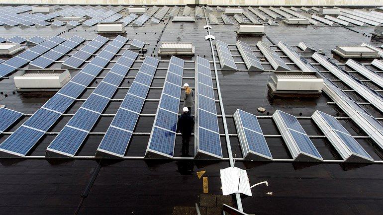test Twitter Media - De gemeente Emmen gaat komend voorjaar ruim drieduizend zonnepanelen neerleggen op daken van negen gemeentelijke panden. Deze komen ook op het dak Hondsrug College te liggen https://t.co/kYww8ci0Rs https://t.co/HFthl98WhK