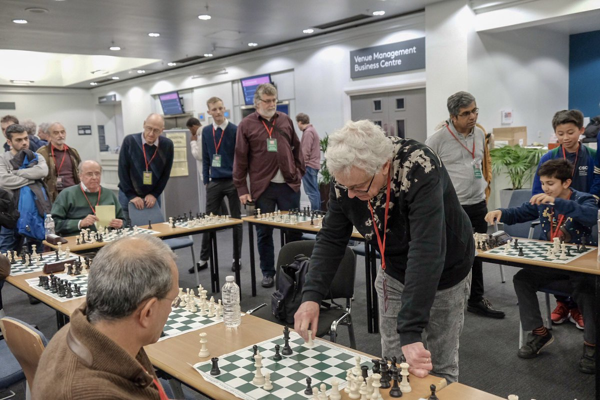 test Twitter Media - RT @johnchess: John Nunn gives a simul at #londonchessclassic https://t.co/mgb8Ie1tTk